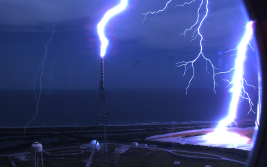 ND_NASA-39B-Lightning_photo3