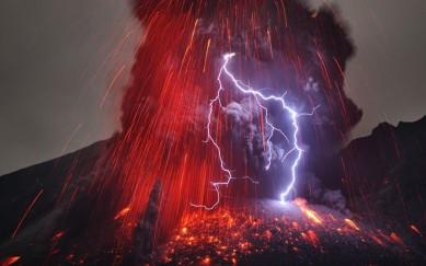 volcano-lightning_2514619k