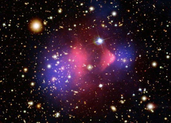 bulletcluster_comp_f2048-590x426