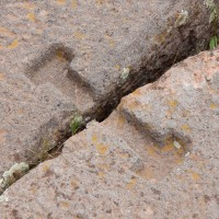 Tiwanaku-Interlocking-Piece-between-stones-Pumapunku-200x200