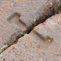 Tiwanaku-Interlocking-Piece-between-stones-Pumapunku-200x200